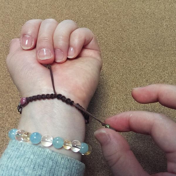 編みブレスレット 付け方
