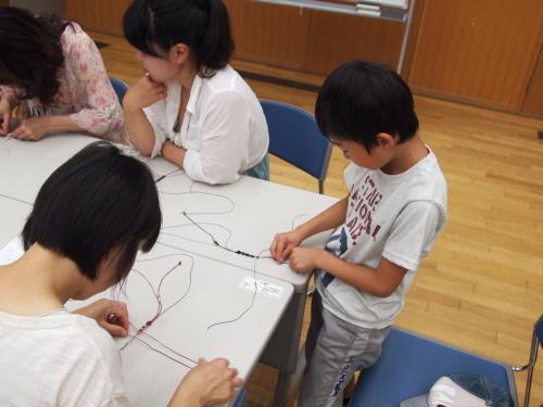 編みブレスレット 教室 子供 親子 体験