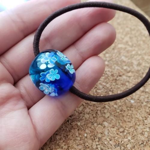 松江市玉湯町のいちの家で作ったブルーの花柄のとんぼ玉